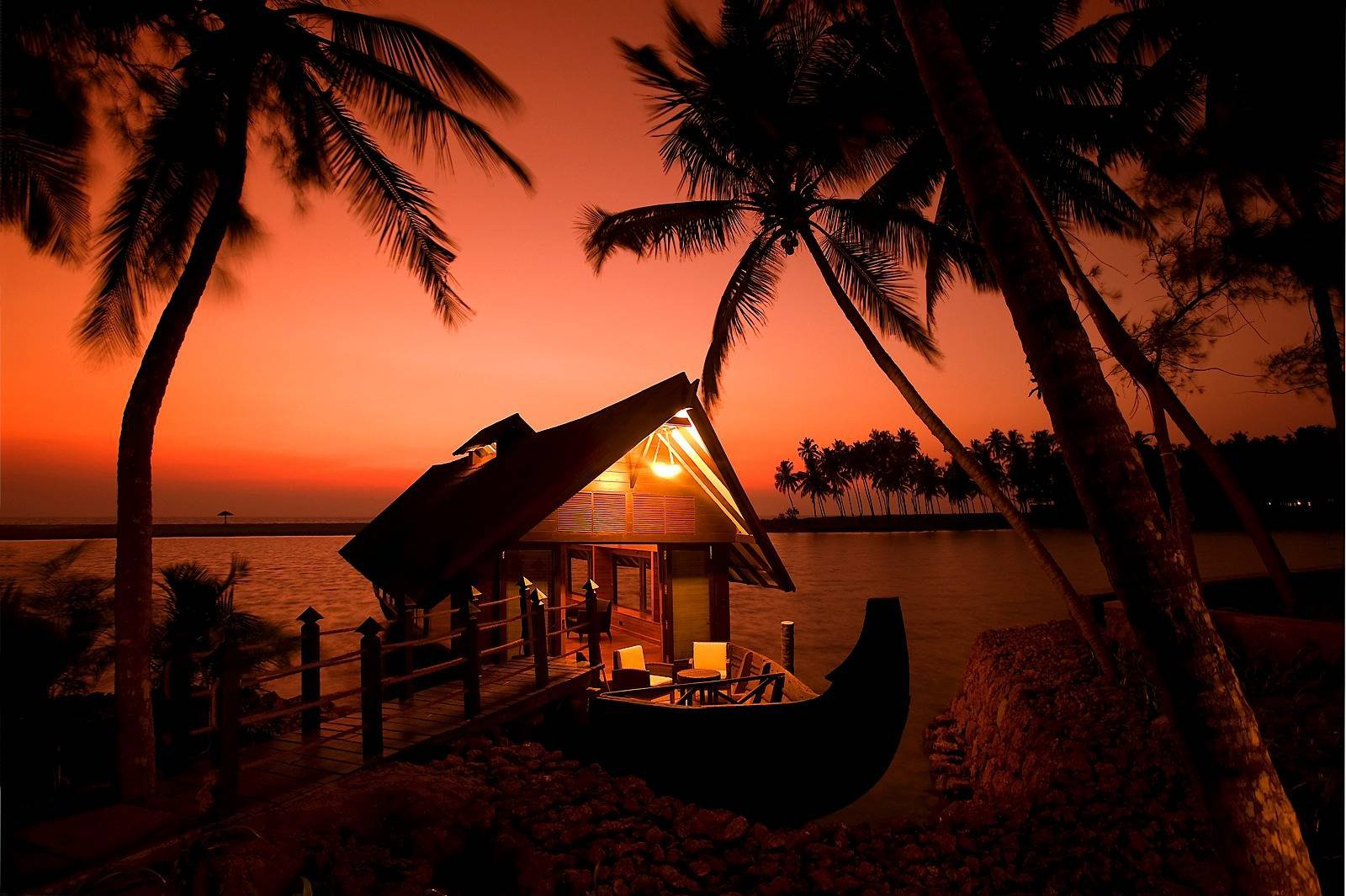 Top 10 Places to Visit at Night in Kerala