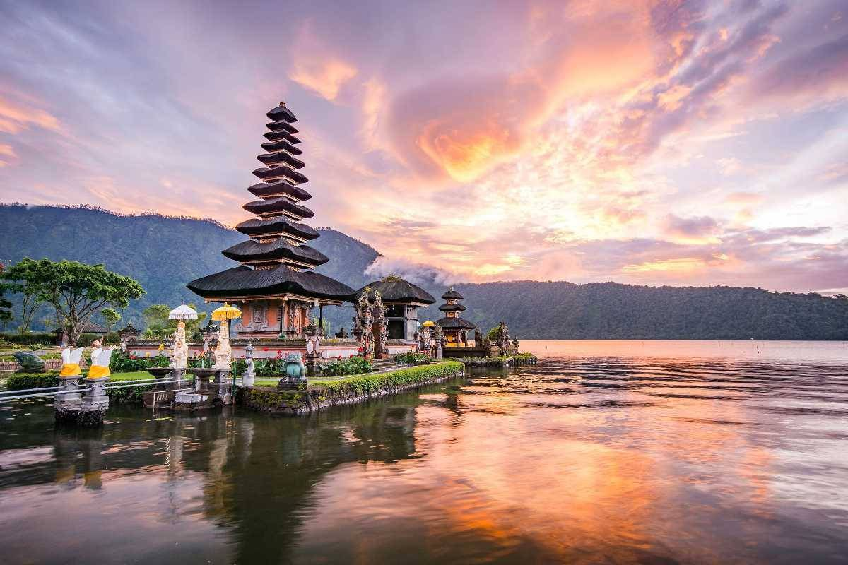Backpacking Bali Guide: Highlights, Safety, Budget + Travel Tips!