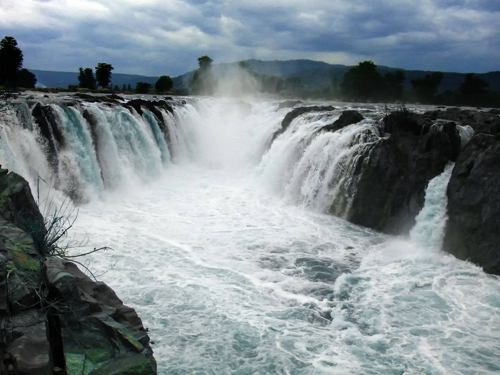 Hogenakkal Falls – A worthy day trip from Bangalore