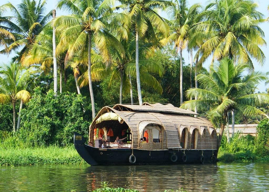 When Time Stood Still – Kerala Backwaters with Spice Routes Luxury Houseboats